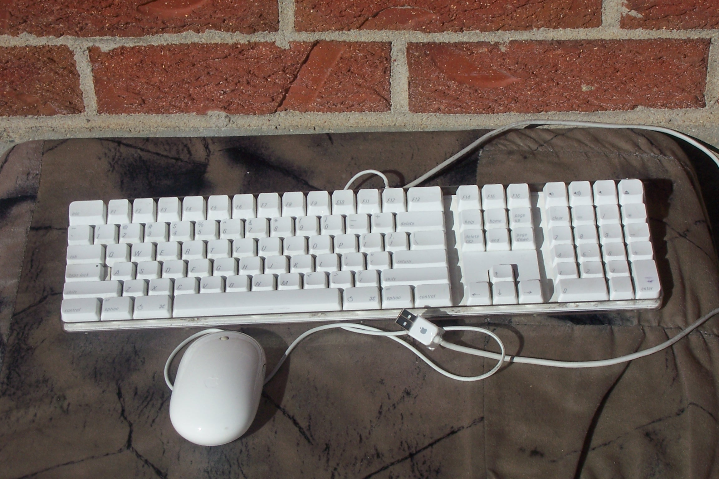 APPLE USB KEYBOARD A1048 AND APPLE USB MOUSE A1152