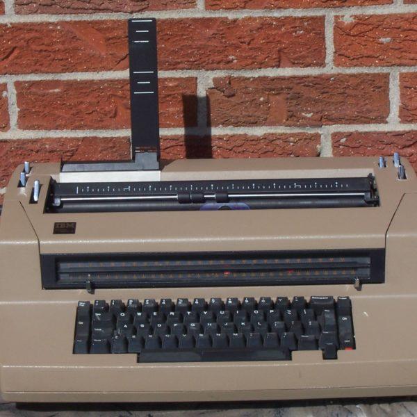 IBM CORRECTING SELECTRIC III ELECTRONIC TYPEWRITER-0