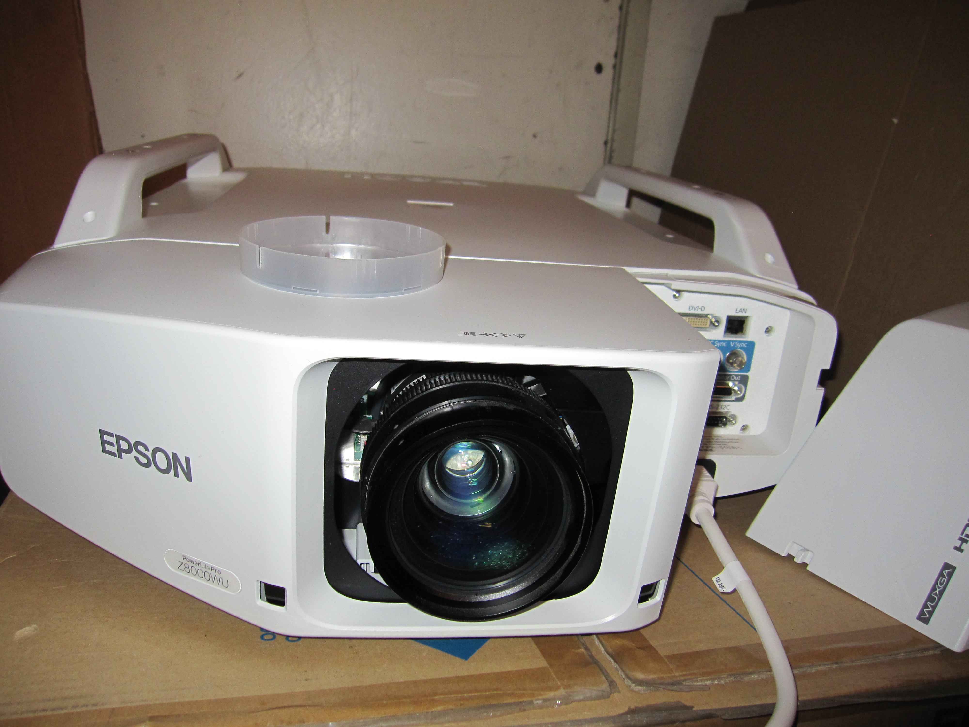Epson PowerLite Pro Z8000WU Model H266 Projector With Lens, Software,  Remote control, VGA Cable